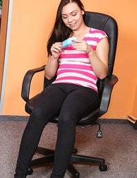 Superb brunette teen Morgan toy her twat on the office floor